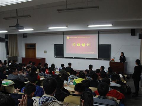 《中国青年志愿者之歌》,很好地展现了青年志愿者的风采,表达了对